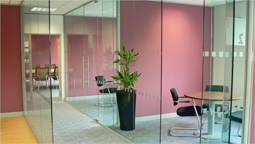 Partisi Kaca untuk Desain Kantor Modern dan Elegan