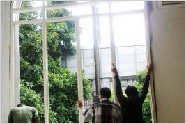 Pemasangan kusen aluminium dan kaca di Cut Mutia Menteng