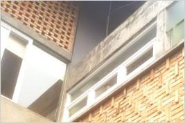 Pemasangan kusen pintu dan kaca di Bukit Pamulang Indah