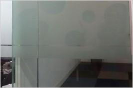 Pemasangan Partisi Kaca 12 mm Tempered di Oleos 2