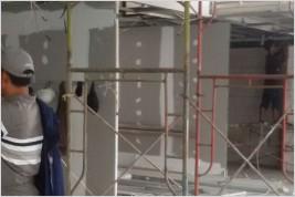 Proses Pemasangan Partisi Kaca 12 mm Tempered di Gedung Wimo